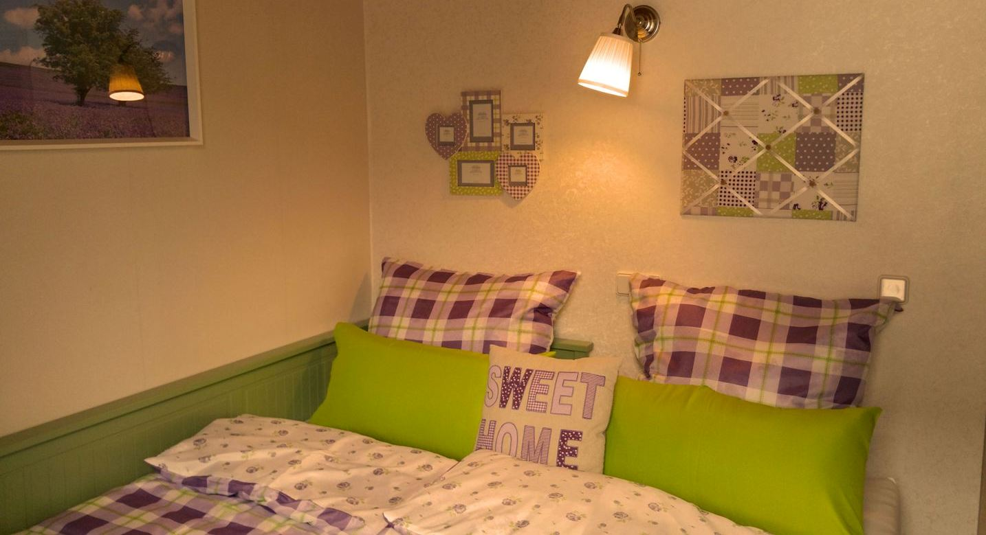 Eifel-Cottage-bedroom-with-double-bed-1F